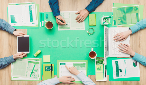 Verde squadra di affari uomini d'affari desktop ambiente Foto d'archivio © stokkete