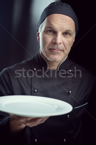 Chef zwarte uniform tonen plaat begaafd Stockfoto © stokkete
