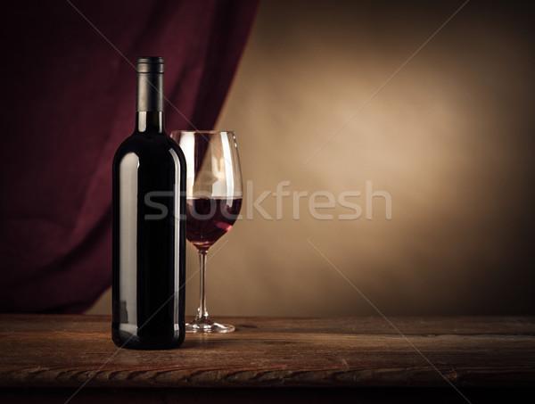 Degustazione di vini vino rosso bottiglia vetro rustico tavolo in legno Foto d'archivio © stokkete