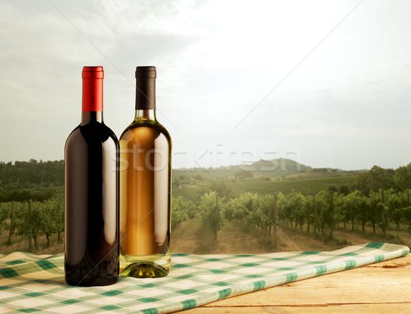 Vidéki táj bor üvegek előtér piros fehérbor Stock fotó © stokkete