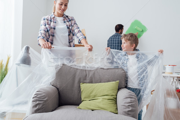 Família pintura casa feliz jovem móveis Foto stock © stokkete