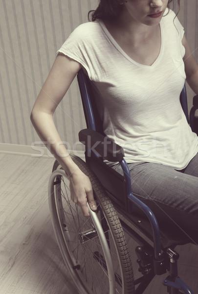 Kobieta posiedzenia wózek dziewczyna pacjenta Zdjęcia stock © stokkete