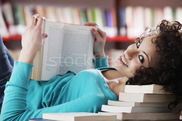 Lány diák portré gyönyörű női könyvtár Stock fotó © stokkete