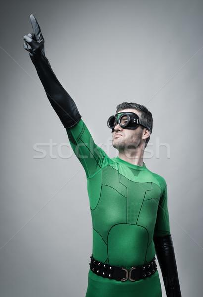 Bátor szuperhős mutat égbolt zöld felfelé Stock fotó © stokkete