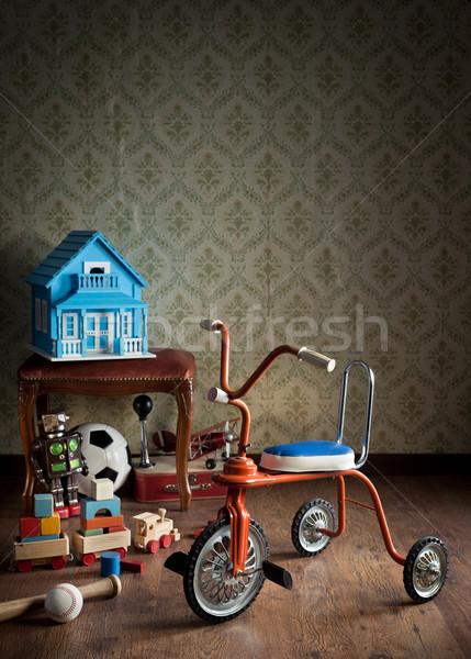 Bağbozumu renkli üç tekerlekli bisiklet oyuncaklar Retro duvar kağıdı Stok fotoğraf © stokkete