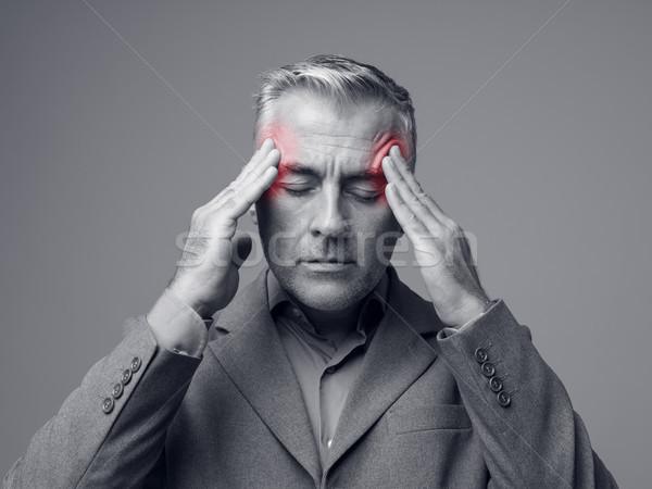 Kimerült vállalati üzletember túlhajszolt fej kezek Stock fotó © stokkete