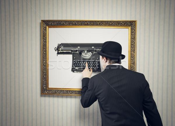 Yanılsama adam yazmak eski daktilo düşünme Stok fotoğraf © stokkete