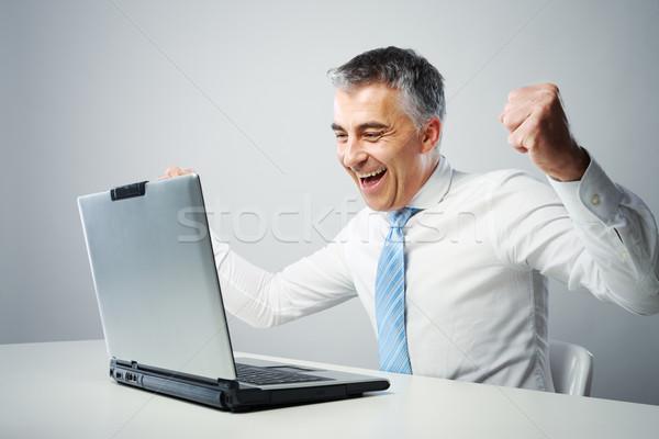 Una buena noticia maduro hombre de negocios éxito portátil Foto stock © stokkete