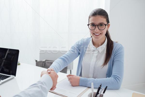 Geslaagd sollicitatiegesprek jonge smart vrouw examinator Stockfoto © stokkete