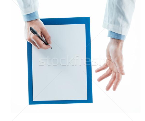 Médico escrito prescripción blanco superior vista Foto stock © stokkete