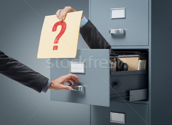 üzlet bizonytalanság üzletember bent faliszekrény akta Stock fotó © stokkete