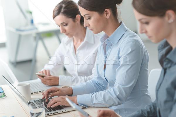 Efficace affaires femmes Photo stock © stokkete