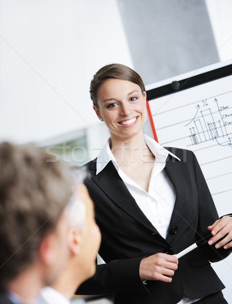 Affaires présentation portrait souriant femme d'affaires travaux Photo stock © stokkete