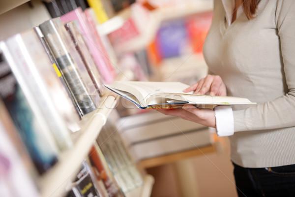 Сток-фото: молодые · библиотека · женщины · рабочих · чтение