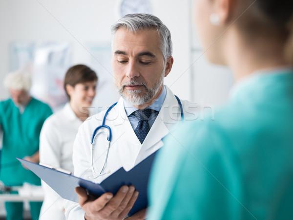 Stok fotoğraf: Doktor · tıbbi · kayıtlar · profesyonel · personel