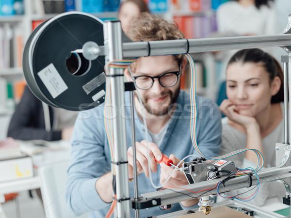 Mérnöki 3D nyomtatás diákok nyomtató laboratórium Stock fotó © stokkete