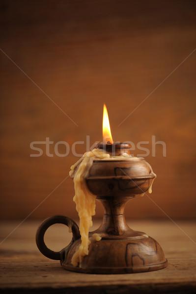 Foto stock: Velho · vela · mesa · de · madeira · livro · igreja · noite
