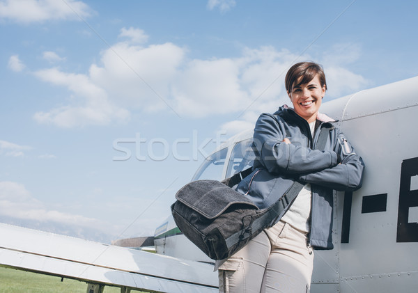 улыбаясь женщины экспериментального позируют плоскости Сток-фото © stokkete