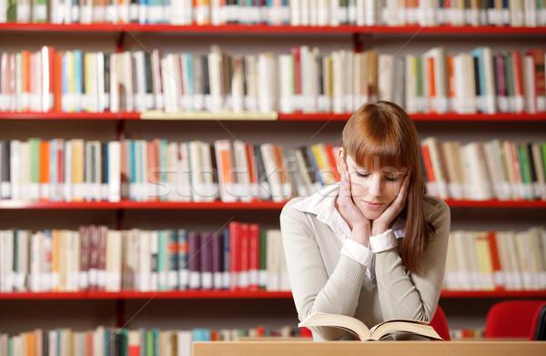 Сток-фото: молодые · студент · библиотека · портрет · серьезный · чтение
