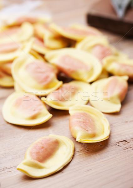 Ravioli table en bois rouge remplissage dîner Photo stock © stokkete