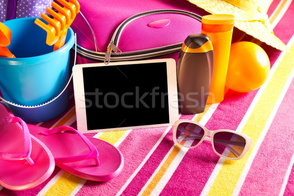 Vacaciones tableta vacío pantalla táctil colorido toalla de playa Foto stock © stokkete