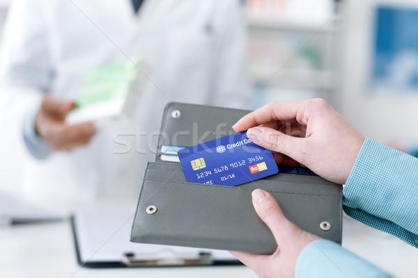 Frau kaufen Produkte Apotheke Drogen medizinischen Stock foto © stokkete