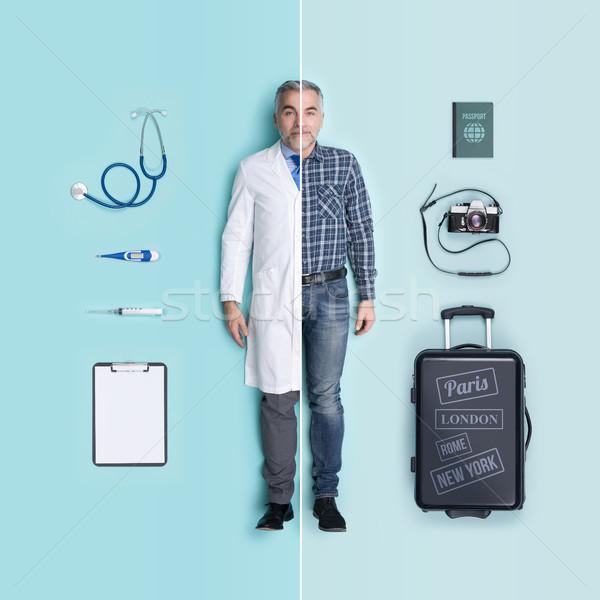 Férfi babák összehasonlítás orvos utazó kellékek Stock fotó © stokkete