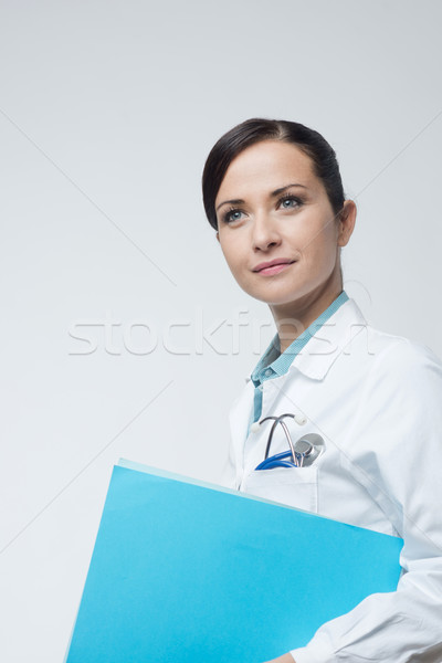 Stock fotó: Mosolyog · női · orvos · akta · fiatal · tart