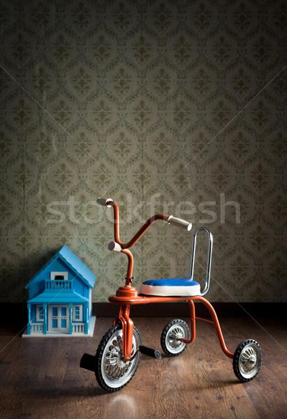 Bağbozumu renkli üç tekerlekli bisiklet bebek ev Stok fotoğraf © stokkete