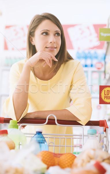 Zdjęcia stock: Kobieta · zakupy · supermarket · atrakcyjny · młoda · kobieta · spożywczy