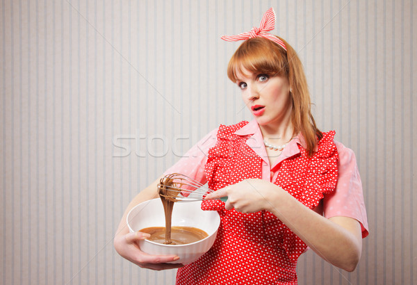 Retro huisvrouw stereotiep mixer kom Stockfoto © stokkete