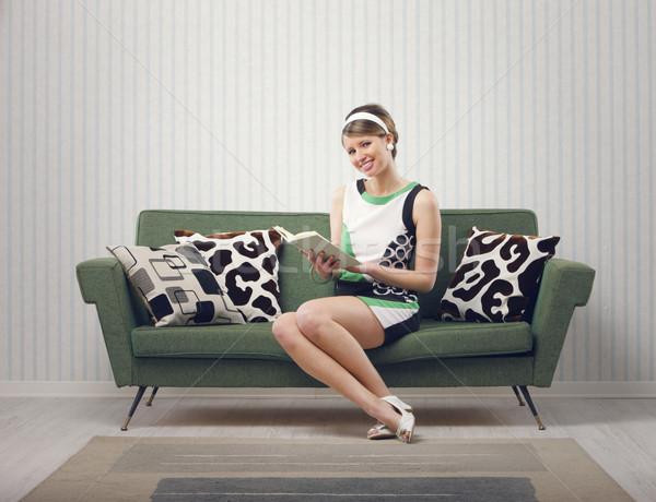 Lány ül kanapé könyv boldog portré Stock fotó © stokkete