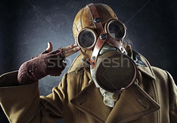 Grunge portret man gasmasker wijzend hand Stockfoto © stokkete