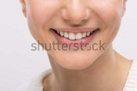 Fogápolás gyönyörű fiatal nő mosolyog mutat tökéletes Stock fotó © stokkete