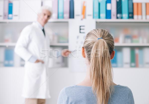 Examen oogarts jonge vrouw optometrist kantoor onderzoeken Stockfoto © stokkete