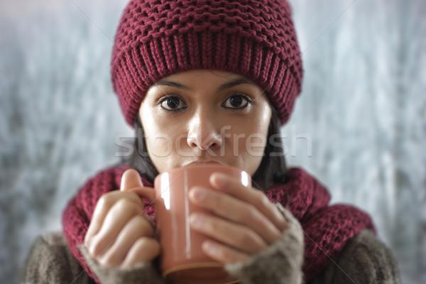 Retrato beautiful girl potável bebida quente menina chá Foto stock © stokkete