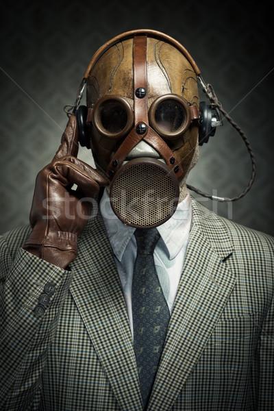 Stok fotoğraf: Bağbozumu · gaz · maskesi · kulaklık · adam