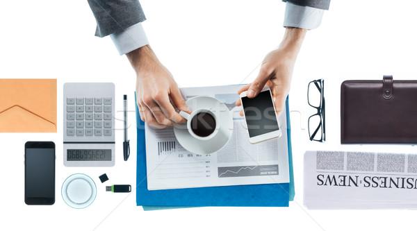 Imprenditore pausa caffè espresso smartphone mani Foto d'archivio © stokkete