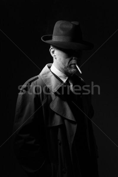Człowiek palenia papierosów elegancki ciemne Zdjęcia stock © stokkete