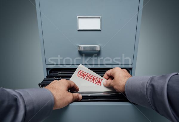 Confidencial información intimidad oficina búsqueda archivos Foto stock © stokkete