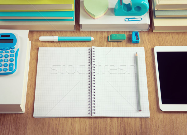 Arrumado estudante área de trabalho escolas artigos de papelaria Foto stock © stokkete