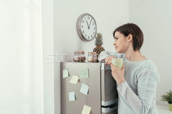 女性 コーヒーブレイク ホーム 若い女性 冷蔵庫 ストックフォト © stokkete