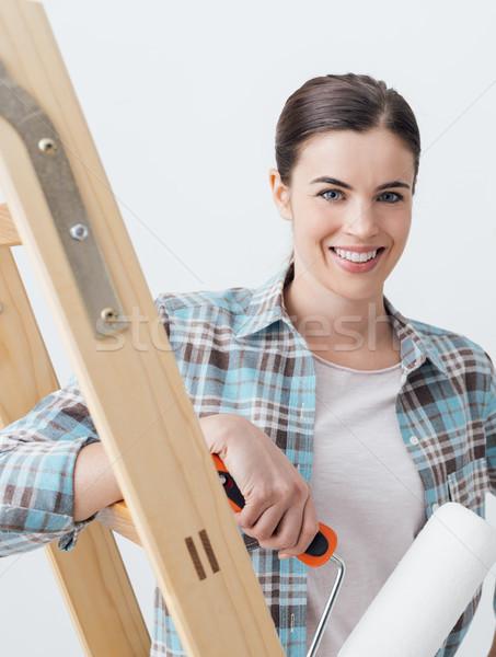 Foto stock: Pintura · casa · jóvenes · mujer · sonriente
