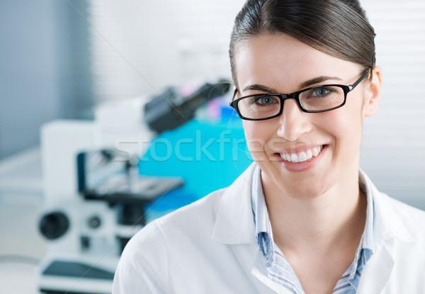 Női kutató kémia labor fiatal felszerlés Stock fotó © stokkete