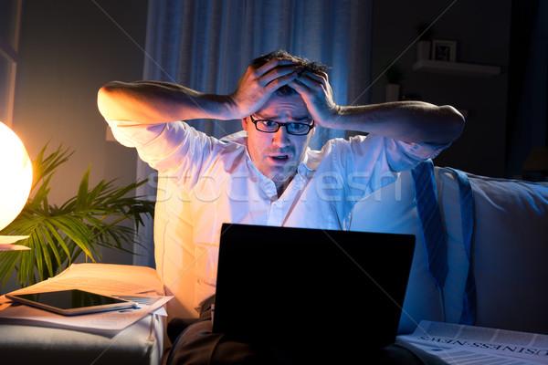 Malas noticias tarde noche conmocionado empresario cabeza Foto stock © stokkete