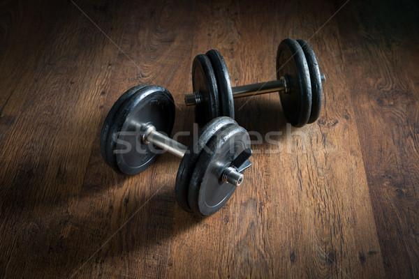 Gewichtheffen zwarte barbell gewichten donkere Stockfoto © stokkete