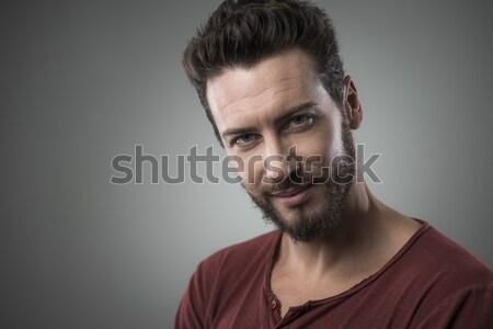 Mosolyog flörtölő fickó portré vonzó fiatalember Stock fotó © stokkete