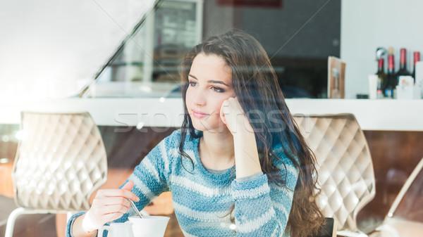 Stok fotoğraf: Genç · kadın · kafe · kahve · arkasında · alışveriş · pencere