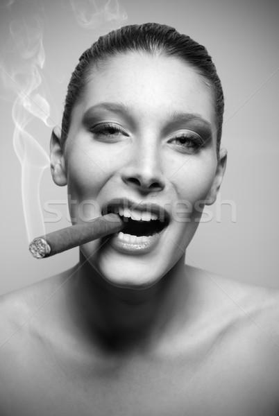 Atraente mulher jovem fumador charuto retrato moda Foto stock © stokkete