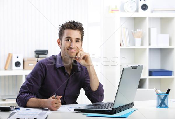 若い男 作業 ノートパソコン 小さな ビジネスマン 見える ストックフォト © stokkete